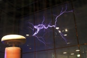 180px-Lightning_simulator_questacon02